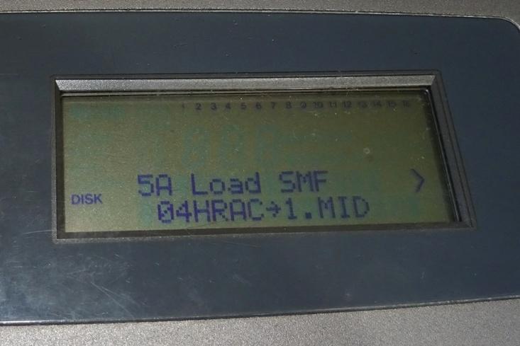 Vysvícený LCD displej syntezátoru Korg N364