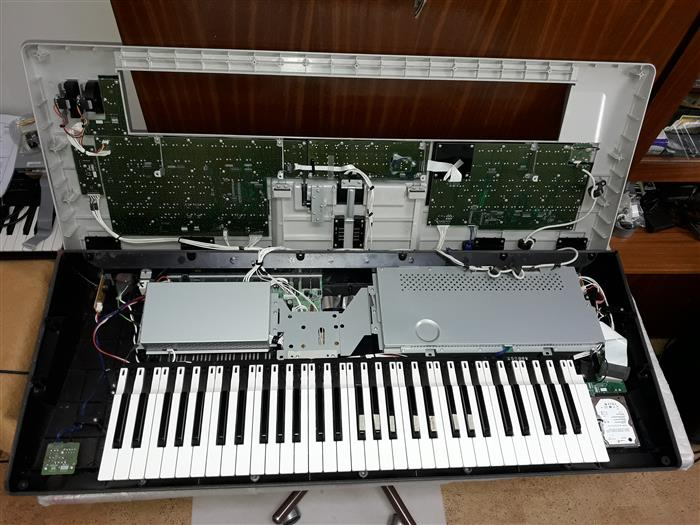 Yamaha Tyros 3 Disassembly and Repair Pictures   keyboardservis cz