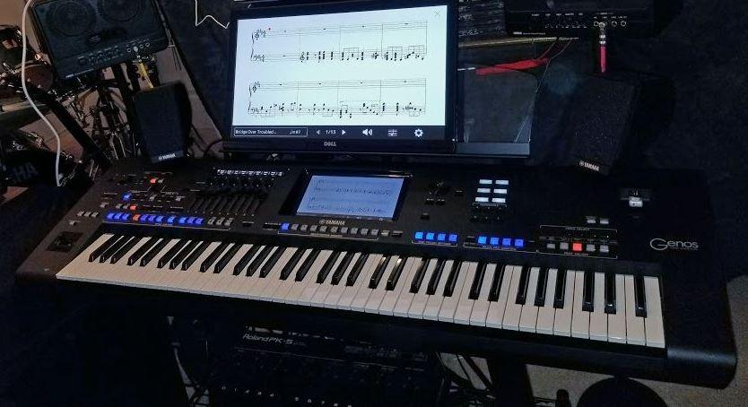 Yamaha Genos - externí monitor